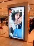 Contatore di DKNY nel centro commerciale, Londra fotografia stock libera da diritti