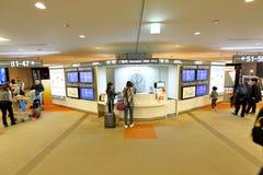 Contatore di informazioni all'aeroporto Singapore del Giappone Fotografia Stock Libera da Diritti