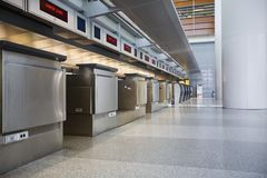 Contatore di registrazione dell'aeroporto Fotografia Stock Libera da Diritti