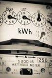 Contatore elettrico e quadranti di KWH fotografia stock libera da diritti