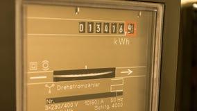 Contatore elettrico girante - vista alta vicina Fotografia Stock Libera da Diritti