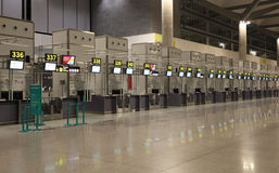 Contatori di registrazione vuoti dell'aeroporto Fotografia Stock