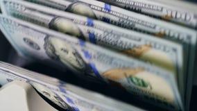 Conteggio automatico delle banconote del dollaro video d archivio