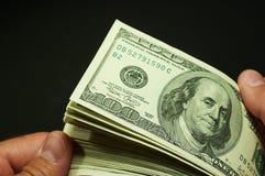 Conteggio dei contanti - dollari US Fotografia Stock Libera da Diritti