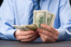 Conteggio dei soldi immagine stock libera da diritti