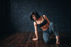 Contemp dancing female performer in dance class Stock Images