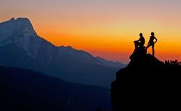 Contemplación de la puesta del sol imágenes de archivo libres de regalías