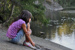 Contemplando a menina Foto de Stock