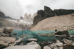 Contemplant les trois Torres - Torres del Paine - Chili Photo libre de droits