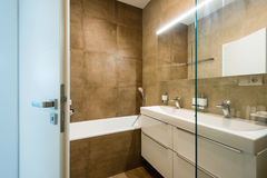 Contemporary bathroom interior Royalty Free Stock Images