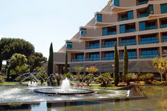 Contemporary building of luxury resort hotel, fountain and garde Stock Photography