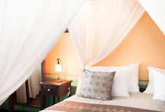 Contemporary colonial style four poster bed Stock Photos