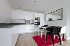Contemporary fully fitted kitchen in white Royalty Free Stock Photography
