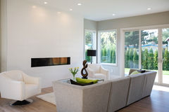 Free Contemporary Style Living Room Stock Images - 93296514