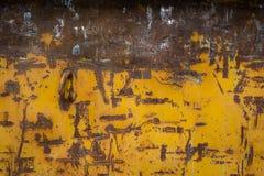 Contenedor B de la construcción de Rusty Metal Scratches Yellow Paint Brown Fotografía de archivo