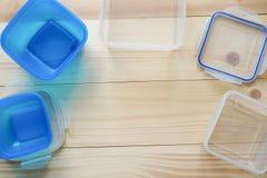 Contenedores de almacenamiento plásticos vacíos de la comida el concepto de almacenamiento de larga duración de productos Imágenes de archivo libres de regalías