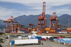 Contenedores del puerto Imágenes de archivo libres de regalías