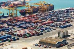Contenedores en el puerto industrial Imagen de archivo libre de regalías