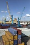 Contenedores - puerto de casco - Reino Unido Imagenes de archivo