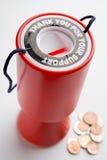 Conteneur et pièces de monnaie de ramassage photo stock