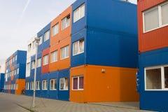 Conteneurs de cargaison colorés utilisés comme maisons Photos libres de droits