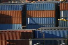 Conteneurs de cargaison dans le port Photo libre de droits