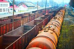 Conteneurs et réservoirs ferroviaires Photos stock