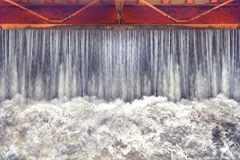 Contenga el lanzamiento de agua, puertas de agua para la irrigación Fotografía de archivo libre de regalías