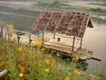 Contenga la balsa en cala reservada a través del valle de la flor fotografía de archivo libre de regalías