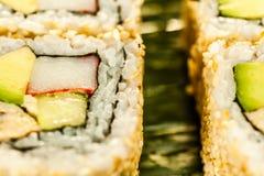 Contenido del rollo de sushi del maki de California Fotografía de archivo libre de regalías