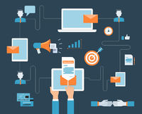 Contenido digital del márketing del correo electrónico del negocio en la conexión móvil Fotografía de archivo libre de regalías