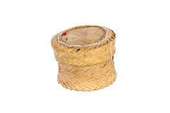 Contenitore appiccicoso di riso di bambù del tessuto su fondo bianco isolato Immagini Stock Libere da Diritti