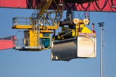 Contenitore della gru a cavalletto del porto Fotografia Stock Libera da Diritti