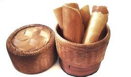 Contenitore di bambù per la tenuta del riso glutinoso cucinato fotografia stock