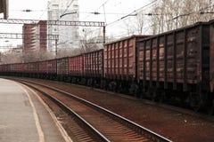 Contenitore di carico sul treno immagini stock libere da diritti