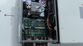Contenitore di commutatore elettrico video d archivio