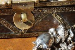 Contenitore di gioielli d'annata Fotografie Stock Libere da Diritti
