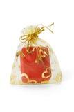 Contenitore di monili rosso in sacchetto dell'oro immagine stock libera da diritti
