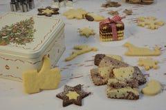 Contenitore di Natale e di biscotti fotografia stock libera da diritti