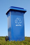 Contenitore di plastica blu di eliminazione Immagine Stock