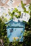 Contenitore di posta con la volata dei quotidiani Fotografie Stock Libere da Diritti