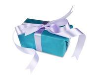 Contenitore di regalo blu con un arco immagini stock libere da diritti