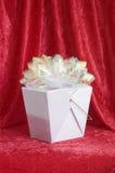 Contenitore di regalo cinese con l'arco Fotografia Stock