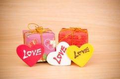 Contenitore di regalo con amore Fotografie Stock Libere da Diritti