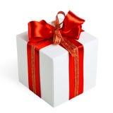 Contenitore di regalo con i nastri rossi Immagini Stock