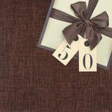 Contenitore di regalo con il nastro Fotografie Stock