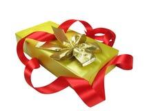 Contenitore di regalo con il nastro rosso. Fotografia Stock