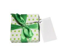 Contenitore di regalo con il nastro verde fotografia stock
