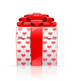 Contenitore di regalo con l'arco ed il cuore rossi Immagine Stock