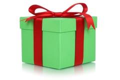 Contenitore di regalo con l'arco per i regali il compleanno o il giorno dei biglietti di S. Valentino Immagini Stock